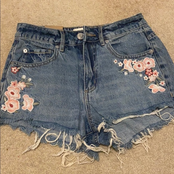 Jean shorts with floral pattern